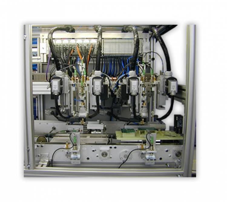 Bügellötsystem in Inlineausführung mit 3 Arbeitsstationen